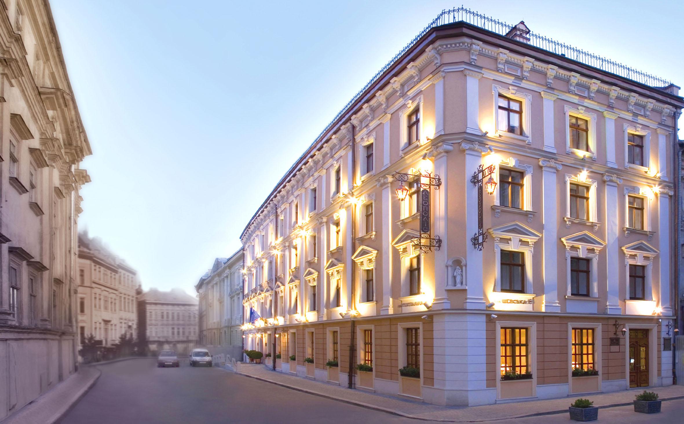 Restavratsiya fasadov lyuboy slozhnosti