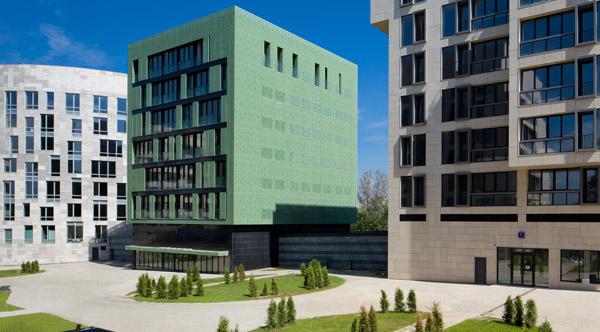 Modul'noye ostekleniye fasadov v Moskve