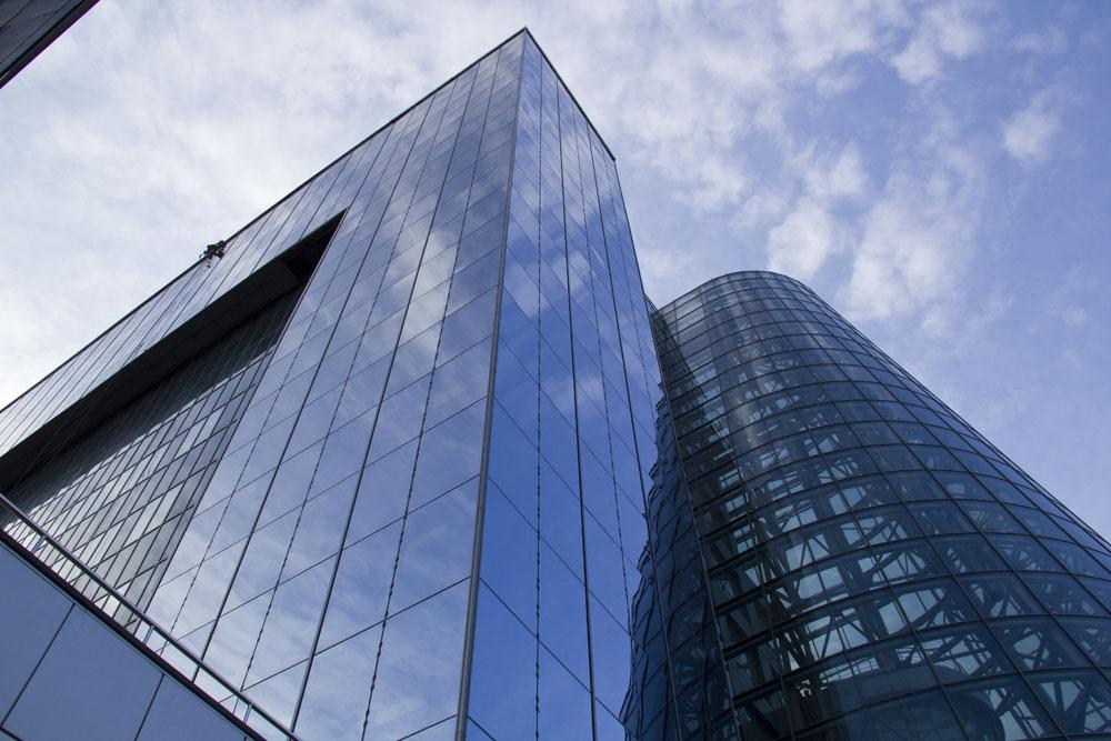panoramnoye ostekleniye fasadov zdaniy