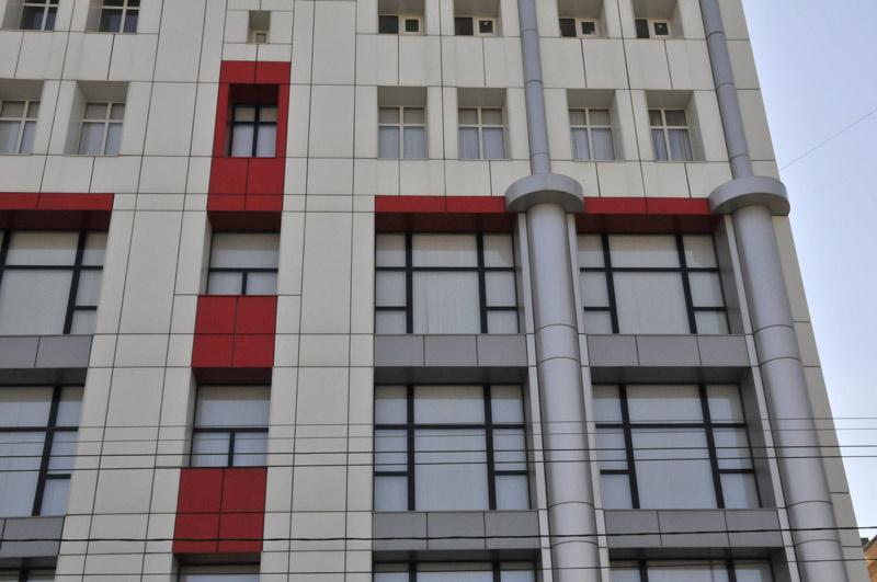 Ventiliruyemyye fasady iz kompozitnykh kasset i paneley
