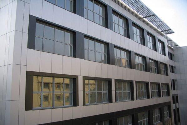 Ventiliruyemyye fasady iz kompozitnykh kasset