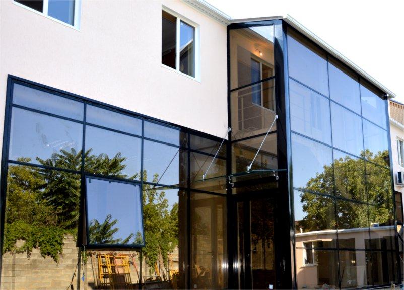 strukturnogo ostekleniya fasada zdaniya